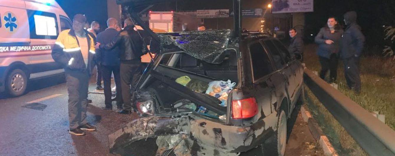 В Киеве Daewoo раздавил четырех человек, которые толкали свою машину на заправку