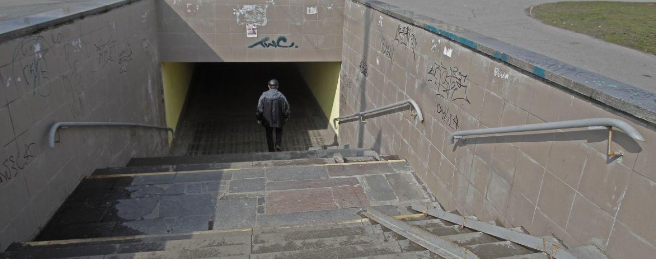 В Киеве мужчина разбился насмерть, упав в подземный переход