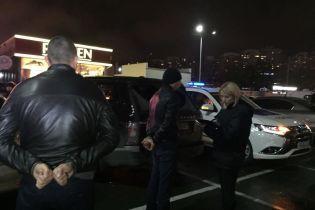 Нардеп обнародовал личности задержанных в Киеве парней со взрывчаткой