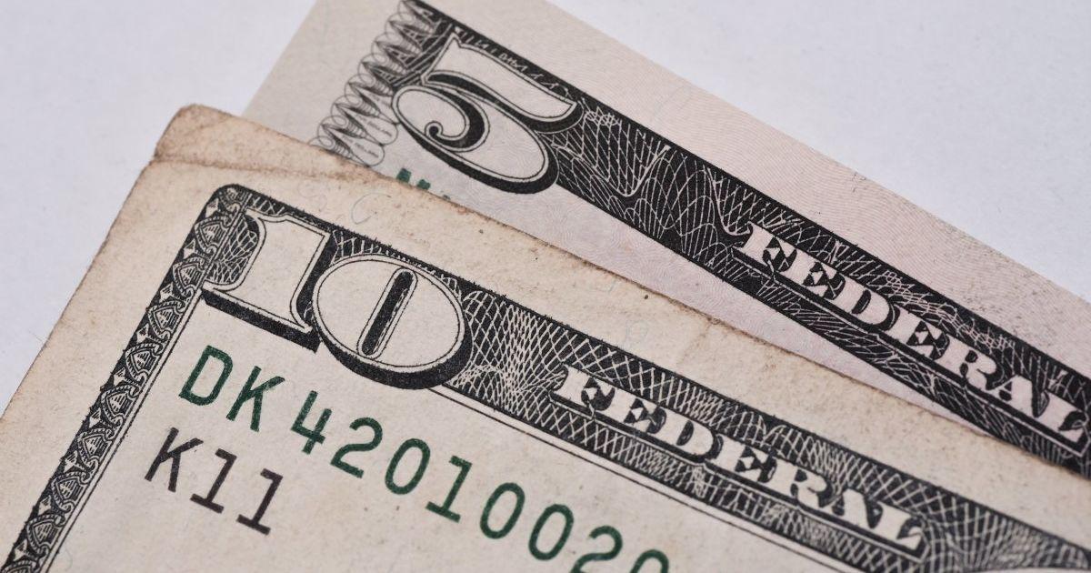Курс валют на 21 января: сколько стоят доллар и евро