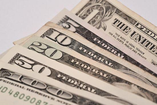 Долар продовжив здорожчання. Курси валют Нацбанку на 17 жовтня
