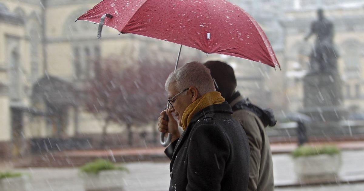 У Києві на вихідних синоптики прогнозують мокрий сніг і похолодання