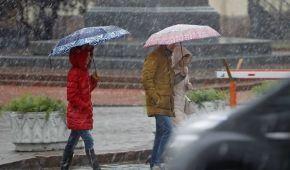 Похолодание, мокрый снег и даже метели. В Украину ворвется зимняя погода