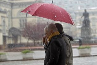 Погода на вівторок: в Україні місцями випаде сніг з дощем