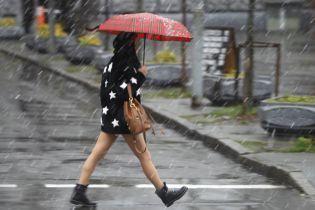 Погода на понедельник: синоптики обещают дождь и мокрый снег