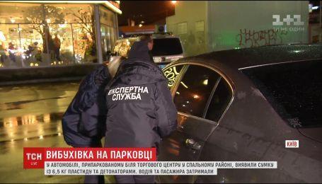 Поліцейські та військові патрулюють столицю через заміноване авто