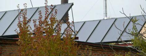 Жизнь без коммунальных платежей: под Киевом жилой массив перешел на ветряки и солнечную энергию