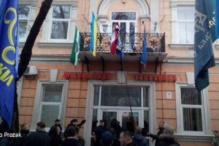 """У Береговому намагались спалити прапор Угорщини. Москаль назвав акцію """"ксенофобською"""""""