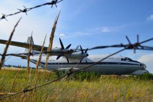 """У """"Борисполі"""" правоохоронці на три години затримали пасажирів через пральний порошок"""