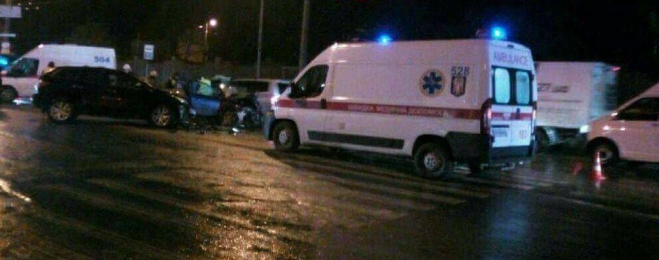 В Киеве лоб в лоб столкнулись Mitsubishi и Mazda, пассажир погиб