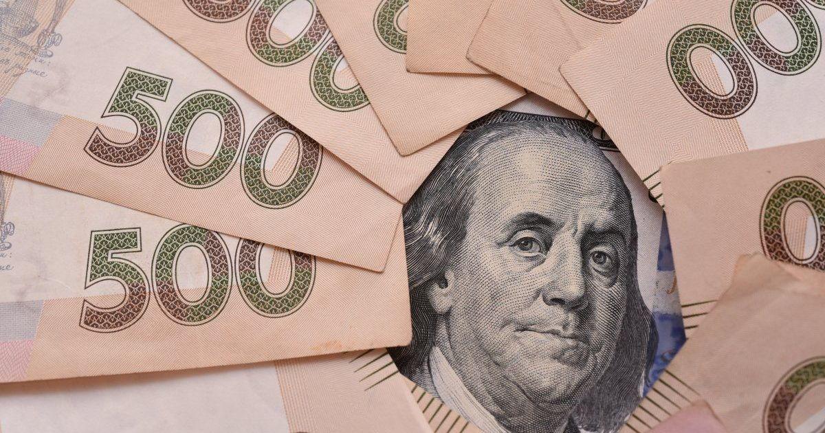 Доллар по 35 и бешеная инфляция: украинцев предупредили, что ждет гривну осенью без поддержки МВФ