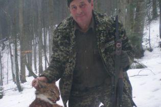 Резонансные фото егерей с пойманной рысью опубликовал лесник, чей отец подозревается в браконьерстве