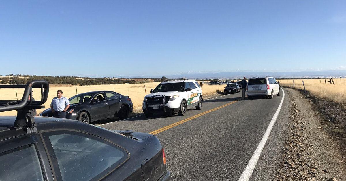 Поліцейські перекрили дорогу через стрілянину в школі в Каліфорнії в США