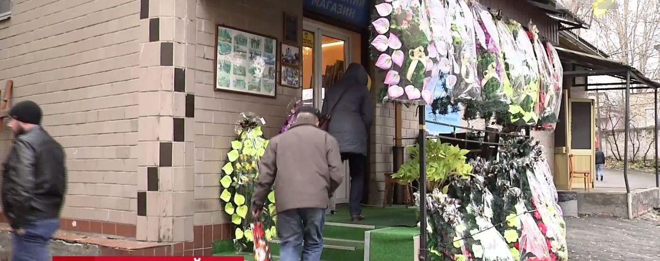 Кияни почали скаржитися в поліцію на морг, який страйкує і не віддає тіл на поховання
