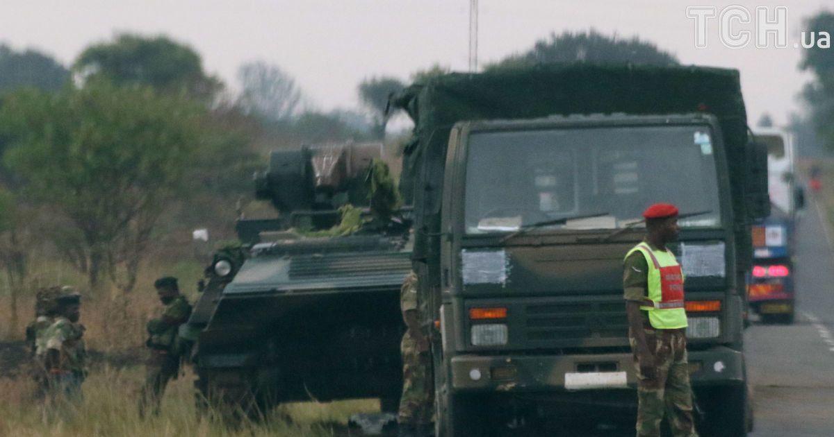Военные на подступах к столице Зимбабве Хараре. @ Reuters
