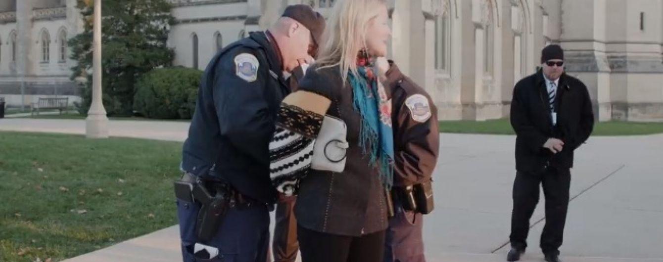 У США заарештували українську активістку під час акції протесту проти проросійського концерту