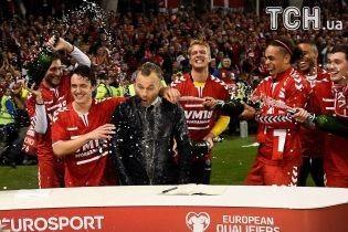 Гравці збірної Данії викупали телеексперта в шампанському після виходу на ЧС-2018