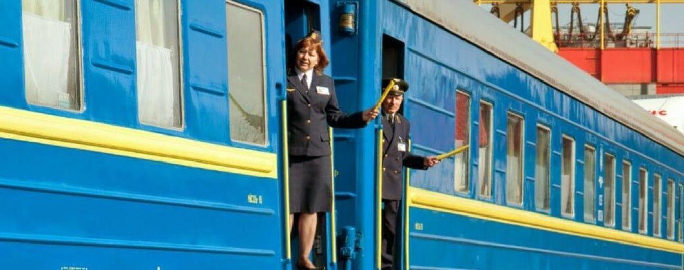 """В """"Укрзализныце"""" рассказали, как повлияла на движение поездов мощная непогода"""