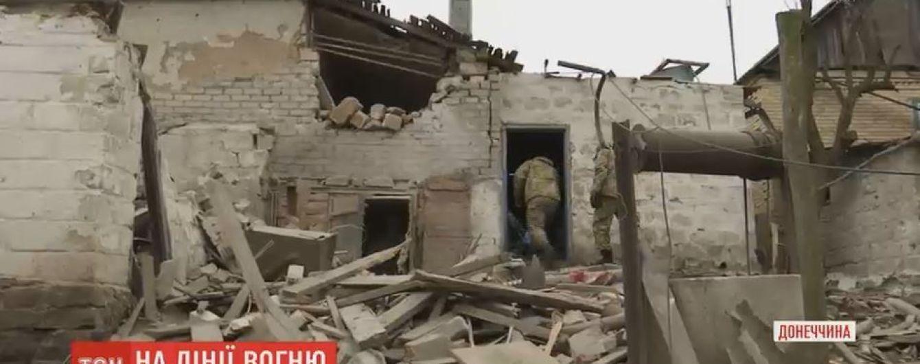 """Жителі Зайцевого показали зруйновані будинки після обстрілів """"Градами"""""""
