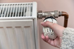 Украинцам разрешили устанавливать индивидуальные счетчики на тепло в старых домах