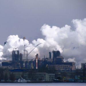 Цинк у пісочницях і арсен у водоймах: екологи приголомшили станом п'яти великих міст України