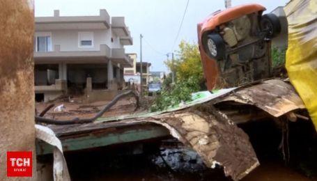 Греки приходят в себя после смертельного наводнения