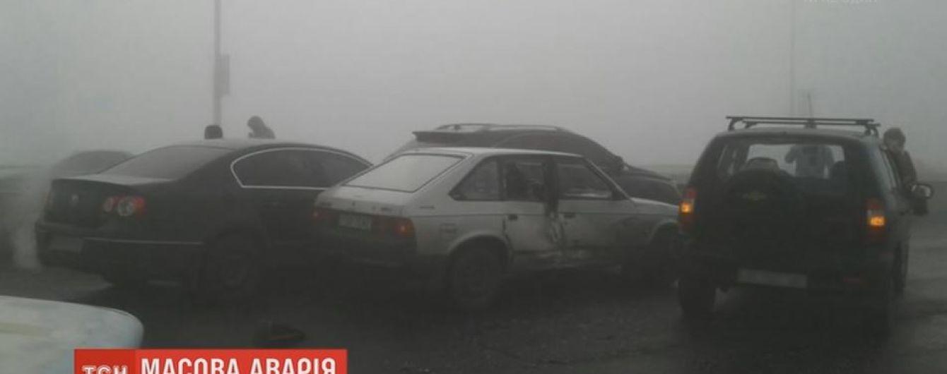 На Днепропетровщине столкнулись сразу 9 автомобилей и автобус