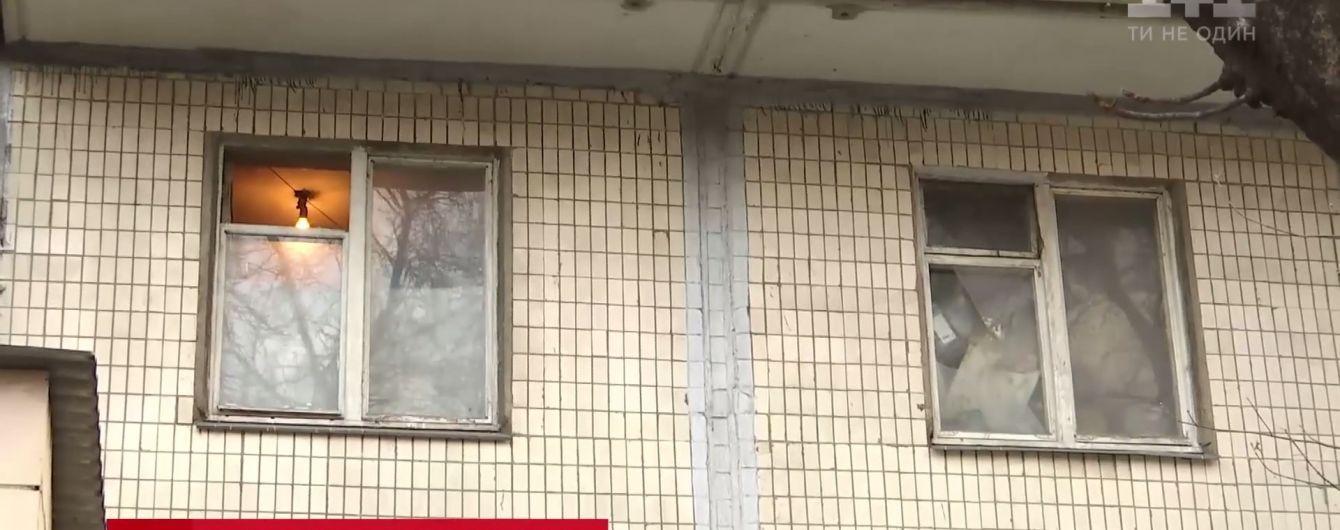 В Киеве женщина с ребенком около месяца жила в квартире с трупом умершей матери