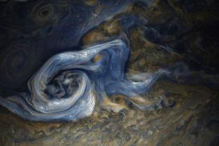 Межпланетная станция Juno сфотографировала причудливые облака над Юпитером