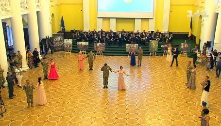 Благотворительный бал защитников: бойцы АТО и волонтеры вышли на танцевальный паркет