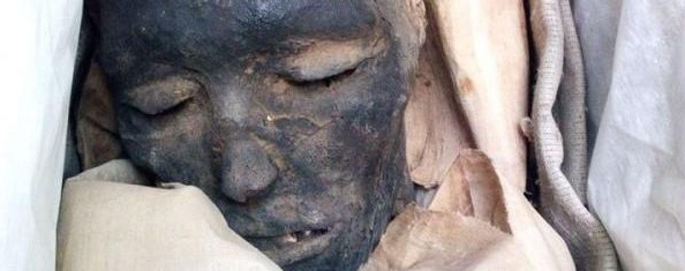 У Дніпрі на виставці показують справжню давньоєгипетську мумію, у якої хтось украв ноги