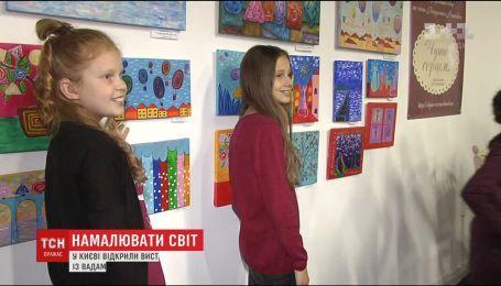 У столиці відкрили виставку робіт діток, які не чують