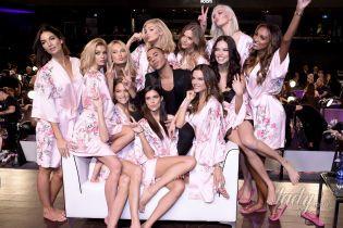 """За несколько часов до шоу: """"ангелы"""" в розовых халатах на бэкстейдже грандиозного показа Victoria's Secret"""
