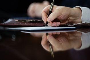 """""""Народний фронт"""" почав збирати підписи за внесення змін до Конституції"""