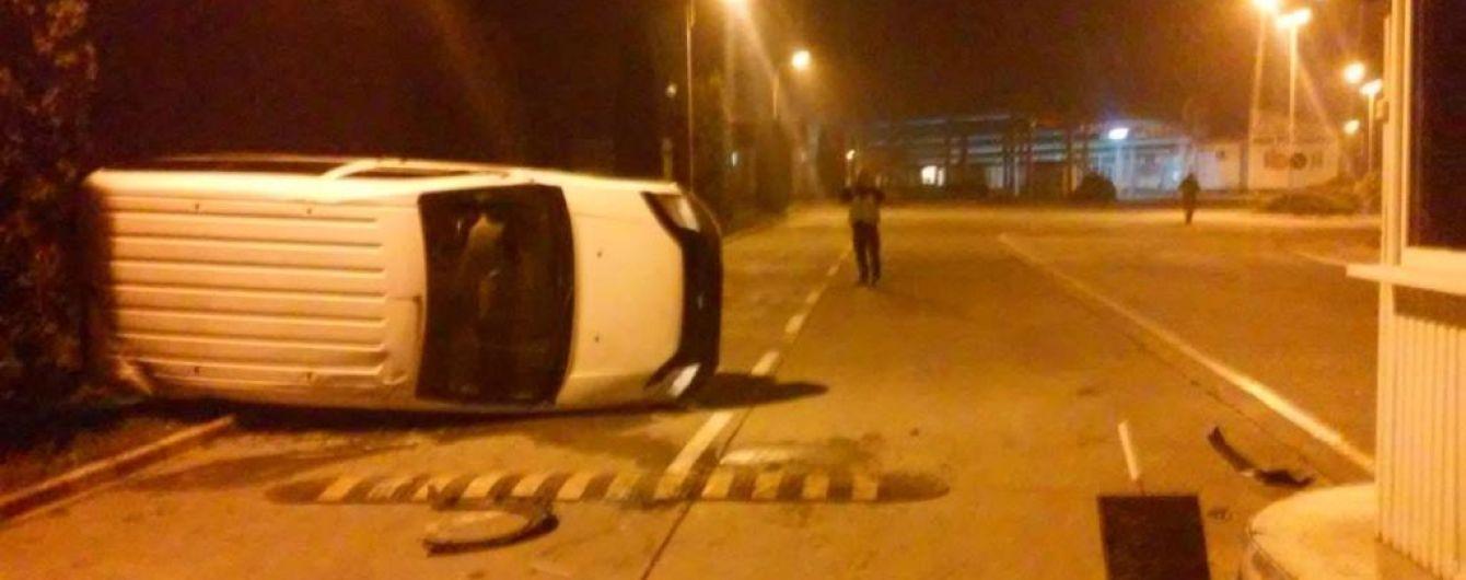 П'яний водій-порушник кордону погодився відшкодувати збитки за трощу на КПП