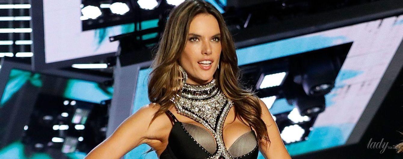 Алессандра Амбросио трогательно попрощалась с командой Victoria's Secret
