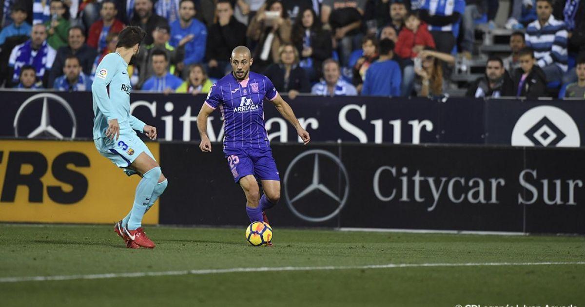 Футболист испанского клуба ошеломил всех своим странным решением в начале игры