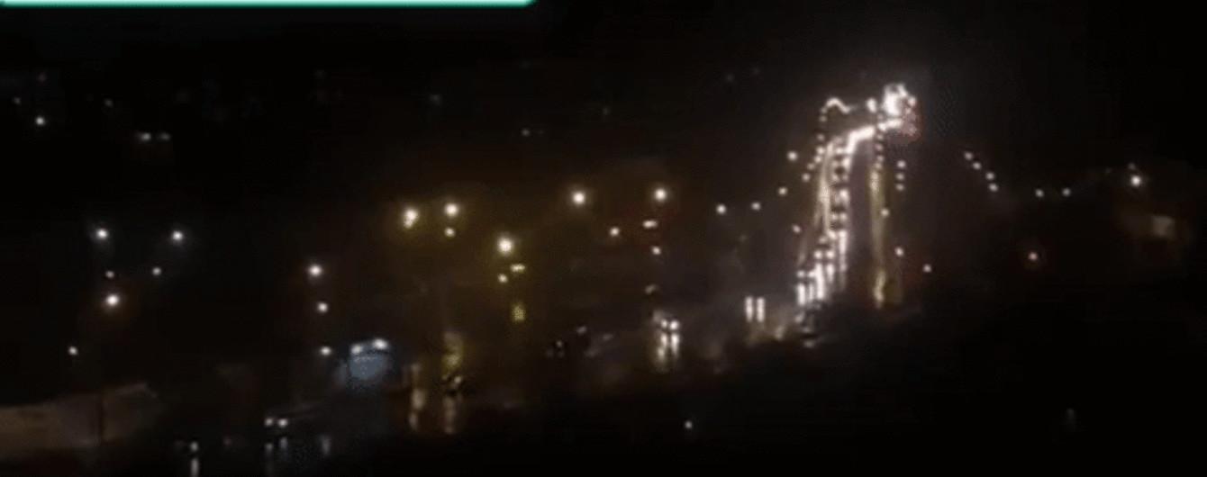 До Луганська, який не можуть поділити ватажки бойовиків, зайшла велика військова колона з Донецька