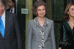 В костюме со стразами и французским маникюром: 79-летняя королева София на торжественной церемонии
