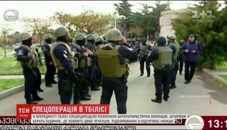 У передмісті Тбілісі поліція розпочала рейд проти двох чоловіків-іноземців