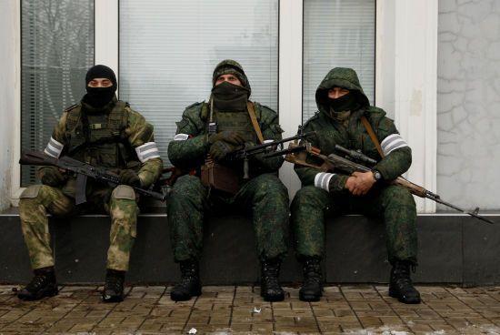 На Донбасі місія ОБСЄ зафіксувала, як на кордоні з Росією бойовики завантажували боєприпаси
