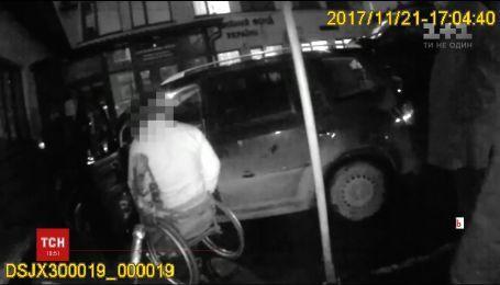 Депутат на инвалидной коляске избил двух полицейских в Тернополе