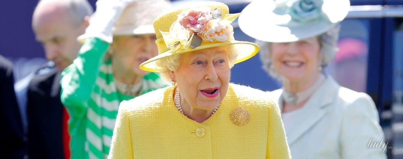 В оттенках желтого: яркие выходы 91-летней королевы Елизаветы II