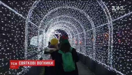 """В Лондоне к новогодним праздникам украсили """"Королевские ботанические сады в Кью"""""""