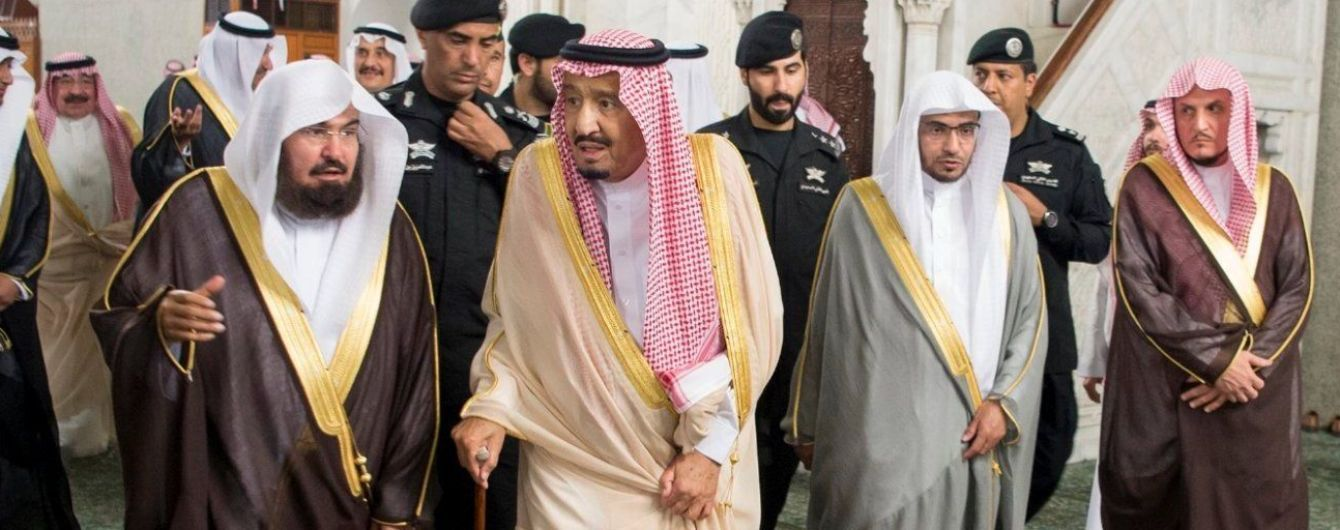 Возле резиденции короля Саудовской Аравии взрывы и стрельба – соцсети
