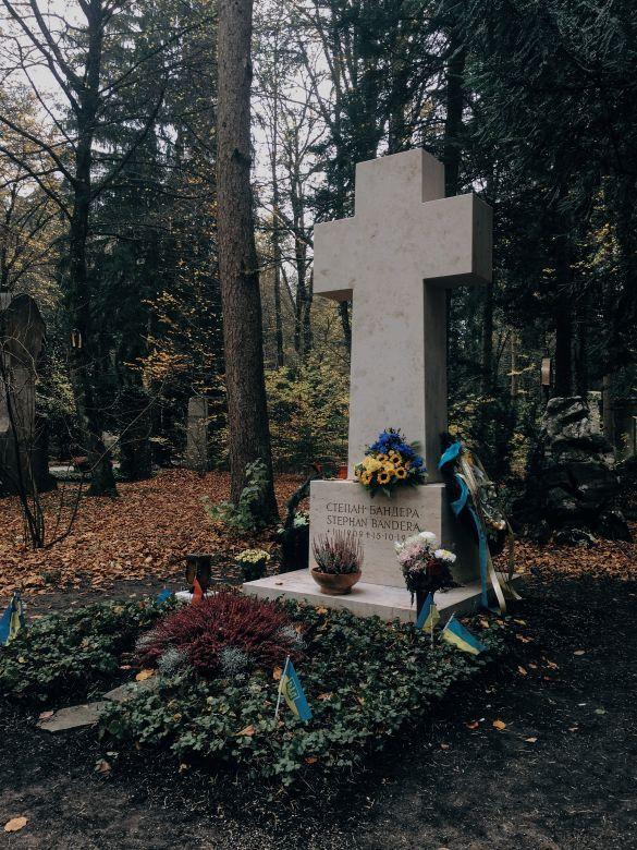 Могила Степана Бандери у Мюнхені