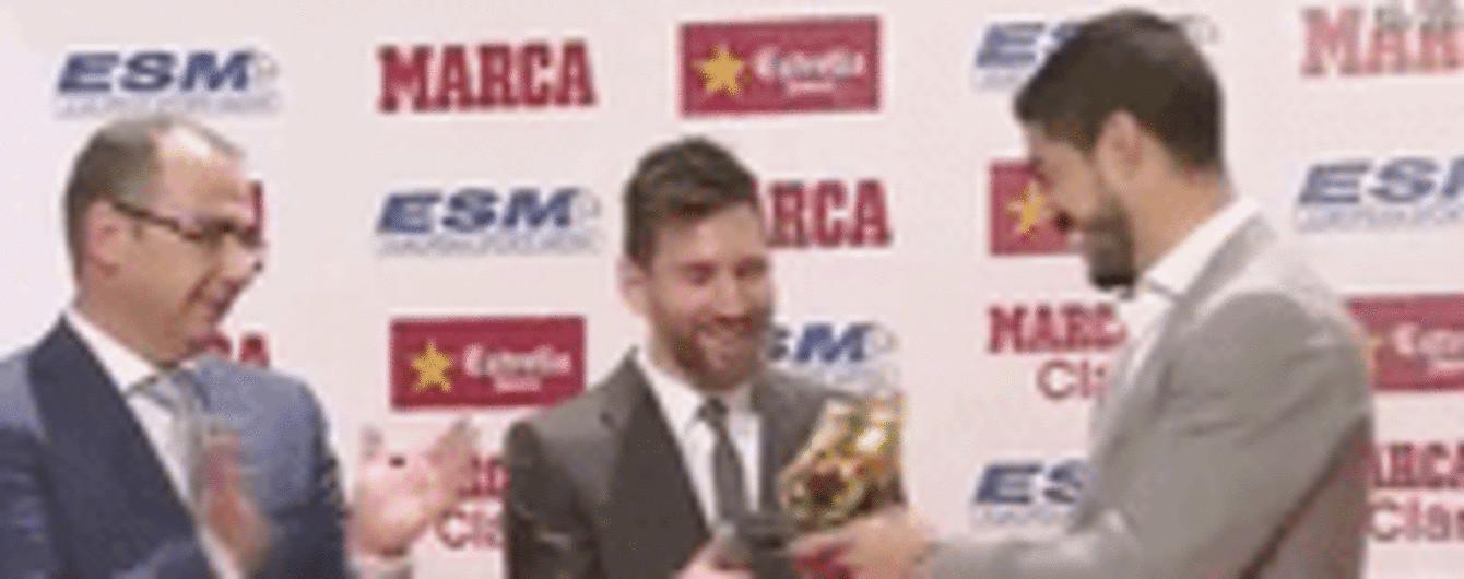 """Мессі отримав четверту """"Золоту бутсу"""" з рук партнера по """"Барселоні"""""""