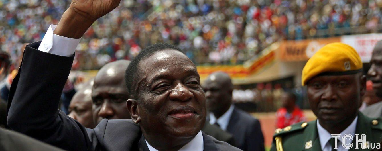 На президента Зімбабве вчинили замах просто після промови на стадіоні