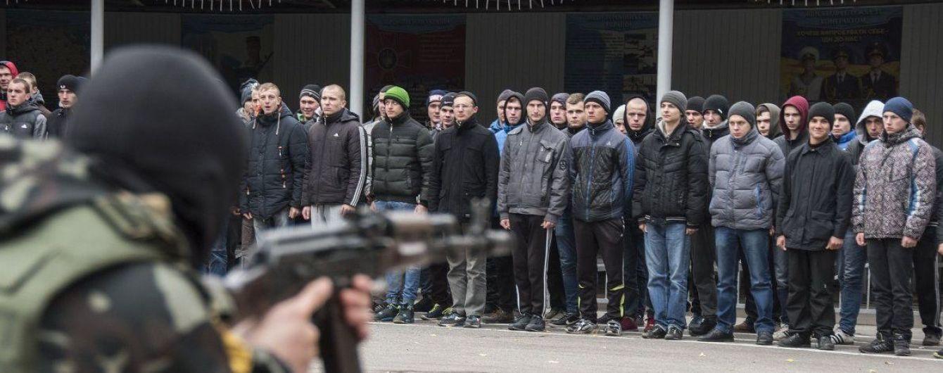 Від початку анексії Росія призвала до військової служби 12 тисяч українців у Криму