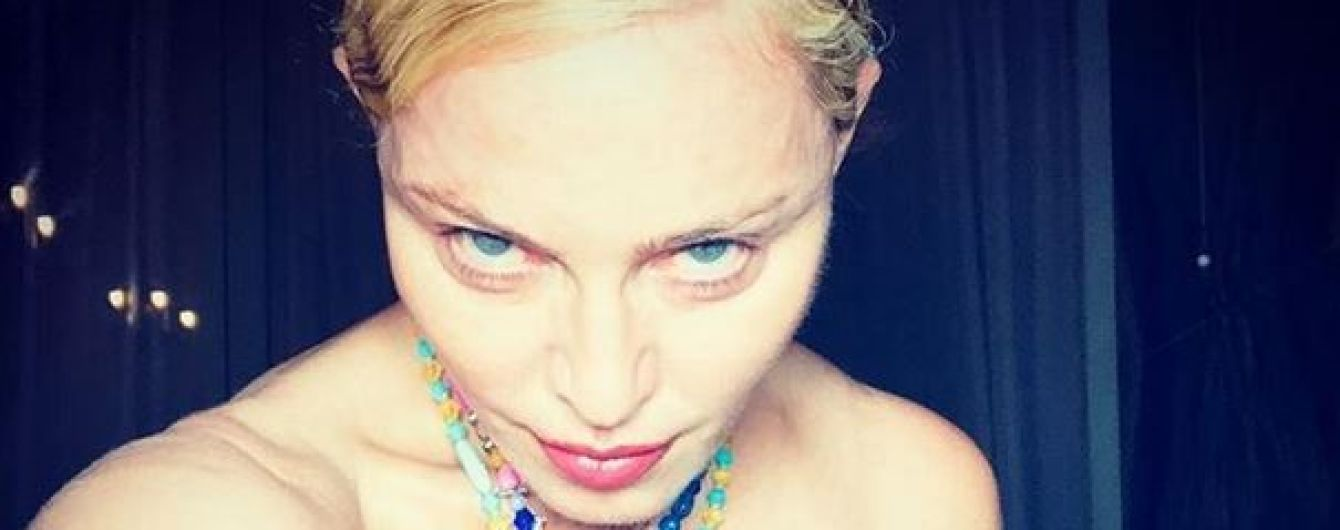 Топлес и в ожерелье: Мадонна опубликовала откровенное фото